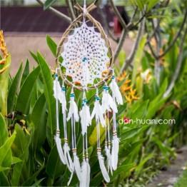 Ловец снов в форме капли, белые перья